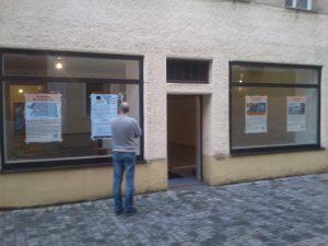 Fassade des Computeum mit Plakaten zum Computeum und dem VCFe.