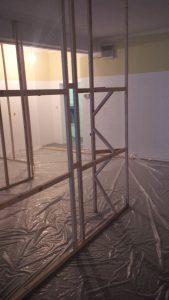 Strebwerk zur Stabilisierung der Trennwand