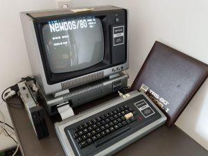 NEWDOS/80 auf dem Model 1, gebootet von einer 5.25 Zoll Floppy.