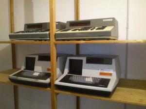 Regal in der Werkstatt mit je zwei SICL 1501 und Robotron K1002/3