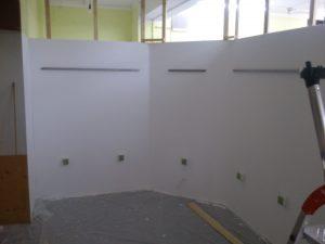 Schienen an der Wand