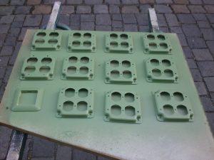 Frisch grün lackierte Deckel der US-Steckdosen.