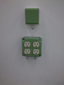 Fertige Steckdosen an der Wand