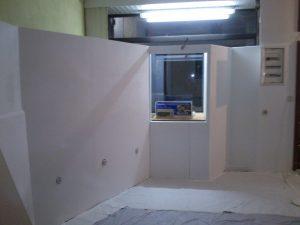 IBM-Ecke und Fenster-Ausstellung von innen, fertig montiert und geweißlt.