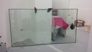 Die neue Schaufensterscheibe vor dem Einbau