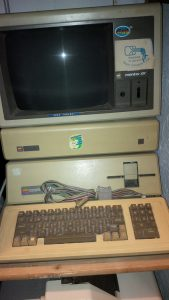 Apple /// im Regal im Lager in der Donaugasse