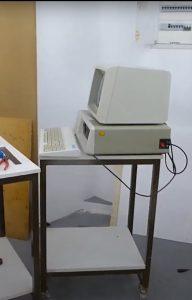IBM-PC aufgebaut auf Werkstattwagen zum Testen