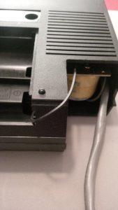 Datasette mit gerissenem Antriebsriemen und ausgesägtem Eck